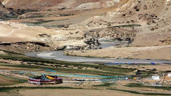 Tibet_Ngari_Khyunglung_Camp-am-Sutley_IMG_3621ko_16x9
