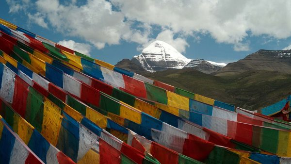 Tibet_Barka_Lhatse_in_front_of_Kailash_L1100477_web